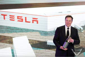 Elonas Muskas suabejojo Covid-19 testų tikslumu. Tą pačią dieną jie duoda skirtingus rezultatus