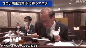 Siūlomos rankinės kaukės valgant restoranuose. Norima įtvirtinti kaip naują gerą manierą.